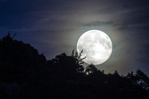 Việt Nam đón siêu trăng vào rạng sáng 10/3