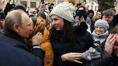 Danh tính cô gái Nga xinh đẹp vừa cầu hôn Tổng thống Putin