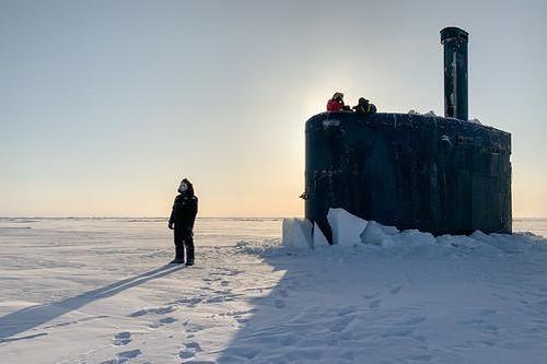 Uy lực của tàu ngầm hạt nhân Mỹ vừa đội băng trồi lên ở Bắc Băng Dương