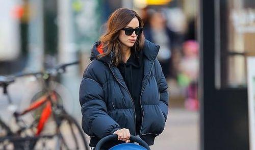 Irina Shayk xinh đẹp đưa con gái ra phố trong tiết trời giá lạnh ở Mỹ