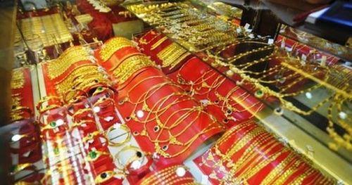 Nhà đầu tư bán tháo, giá vàng giảm mạnh