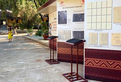 Trung tâm Lưu trữ quốc gia lý giải về những hạt 'sạn' tại triển lãm lịch sử