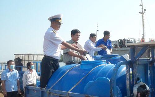 Giọt nước nghĩa tình quân dân vùng hạn mặn Bến Tre