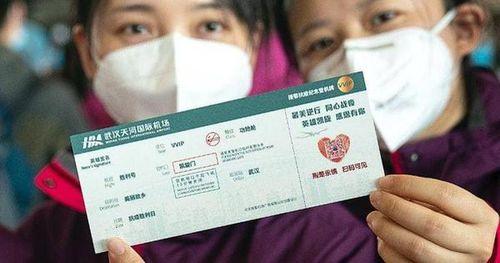 Xúc động tấm thẻ lên máy bay đặc biệt mỗi bác sỹ nhận được trước khi rời tâm dịch Vũ Hán