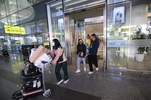 Hôm nay, sân bay Nội Bài đón hơn 1.000 người Việt về từ vùng dịch
