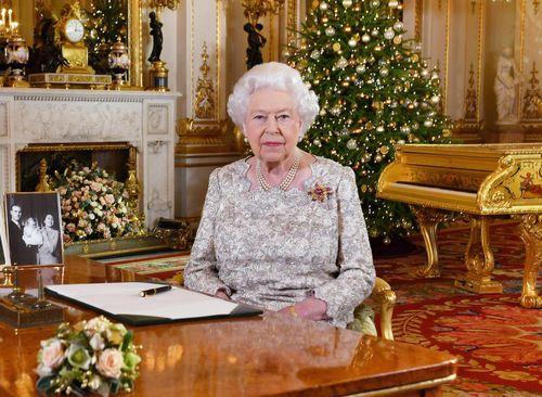 Tự cách ly trong lâu đài, Nữ hoàng Anh kêu gọi toàn dân đồng lòng chống Covid-19