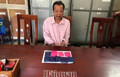 Hải quan Nghệ An phối hợp bắt đối tượng vận chuyển 1.800 viên ma túy tổng hợp