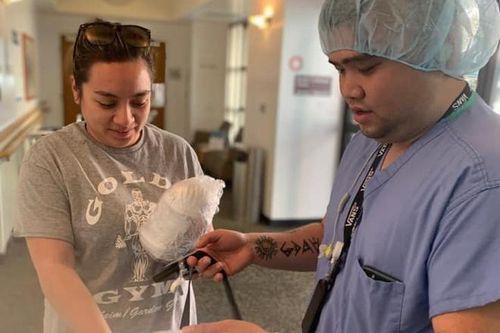 Phi Nhung mua khẩu trang cho con gái tặng bác sĩ ở Mỹ