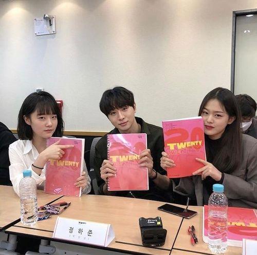 Kim Woo Seok (X1), Chan và bạn diễn của Ong Seong Woo gây sốt tại buổi đọc kịch bản 'Twenty-Twenty'