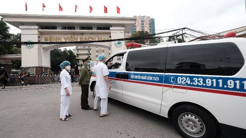 Cận cảnh Bệnh viện Bạch Mai ngày đầu kiểm soát nghiêm ngặt, chặn dịch Covid-19