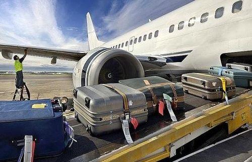 Kẻ trộm tiền trên máy bay bị phát hiện bởi một phụ nữ