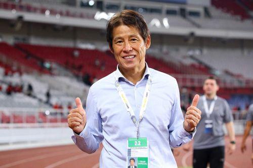 HLV Akira Nishino giảm lương 1 tỷ đồng/tháng vì Covid-19