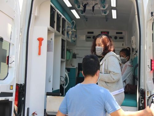 Bệnh nhân chữa khỏi COVID-19 xin ở lại bệnh viện với con trai