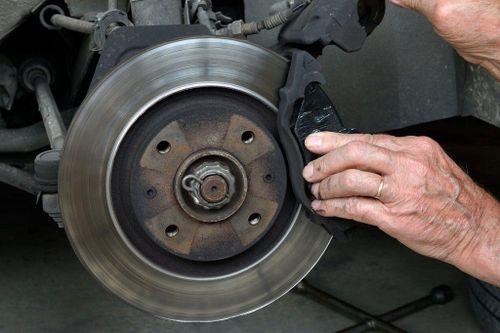 Khi nào phải bảo dưỡng và thay thế đĩa phanh ô tô?