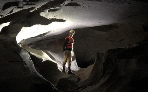 Quảng Bình phát hiện 12 hang động mới hoàn toàn chưa có dấu chân người