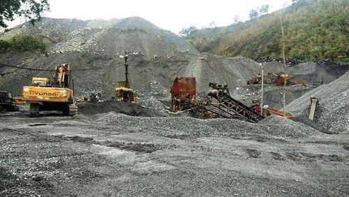 Mỏ than Phấn Mễ tuồn đá trái phép cho tư nhân