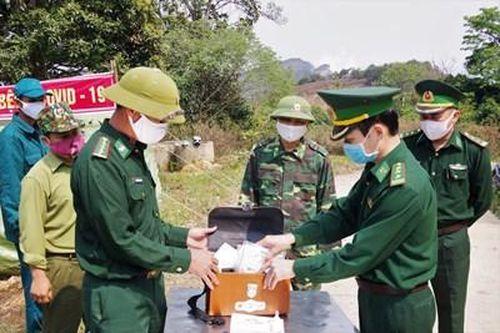 Kiểm tra các tổ, chốt phòng, chống dịch trên tuyến biên giới huyện Kỳ Sơn, Tương Dương