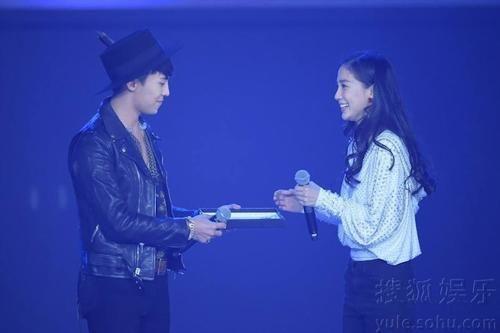 Tiểu hoa đán gặp thần tượng: Dương Mịch ngại ngùng, AngelaBaby bật khóc trước G-Dragon
