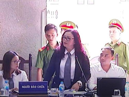 Xem xét vụ chủ tọa buộc luật sư rời phòng xử