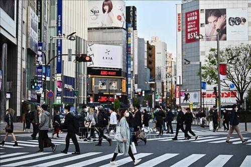 Chính phủ Nhật Bản kêu gọi người dân hạn chế tiếp xúc để ngăn virus SARS-CoV-2 lây lan