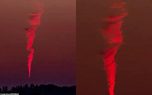 Vật thể bí ẩn bốc cháy hình xoắn ốc trên bầu trời