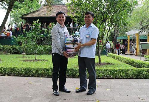 Chuyện về cây bụt mọc ở vườn Bác tại Nam Cầu Kiền
