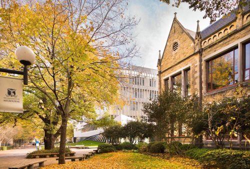 Tham quan những trường đại học 'đẹp như mơ' ở 'xứ sở chuột túi'