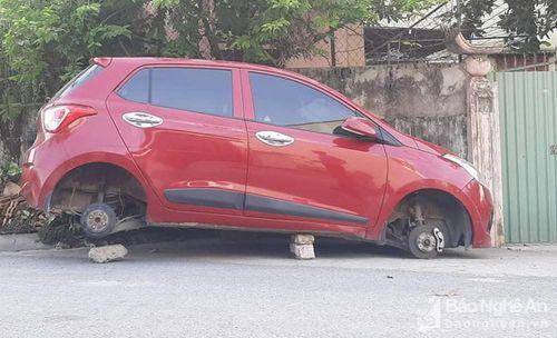 Xe Hyundai i10 bị trộm 4 bánh ở thành phố Vinh