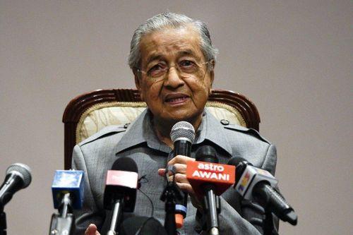 Cựu thủ tướng Mahathir bất ngờ bị sa thải khỏi đảng do ông sáng lập