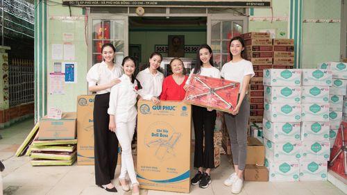 Tiểu Vy, Lương Thùy Linh cùng các á hậu thăm, tặng quà trẻ em kém may mắn