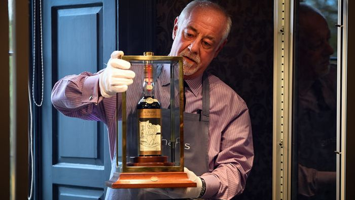Hình ảnh Choáng váng với chai rượu quý hiếm như Chén Thánh có giá 25 tỷ đồng số 2