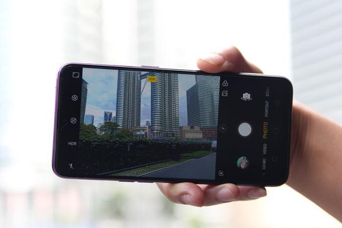 Trên tay chiếc Oppo F9 Tím đổi màu siêu đẹp