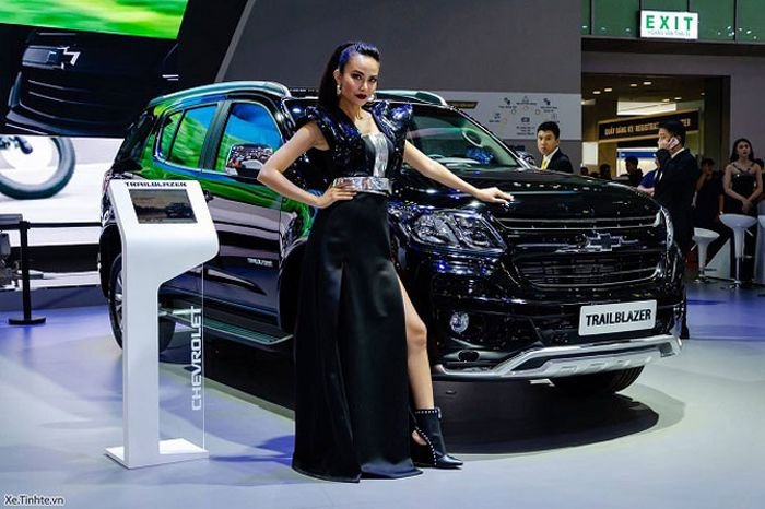 XE HOT QUA ẢNH (26/10) : 2 Ôtô tăng giá mạnh tại Việt Nam, mercedes-Benz giới thiệu siêu xe mới tại VMS 2018