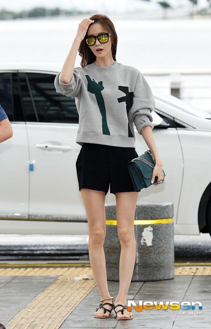 Báo Em Đẹp: Chẳng cần phẫu thuật nắn chỉnh đau đớn, cứ học Yoona (SNSD) diện đồ thế này là giấu nhẹm được đôi chân vòng kiềng xấu xí