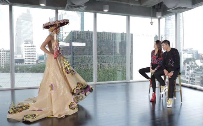 Á hậu Hoàng Yến tận tình hướng dẫn catwalk H'Hen Niê trước ngày lên đường sang Miss Universe