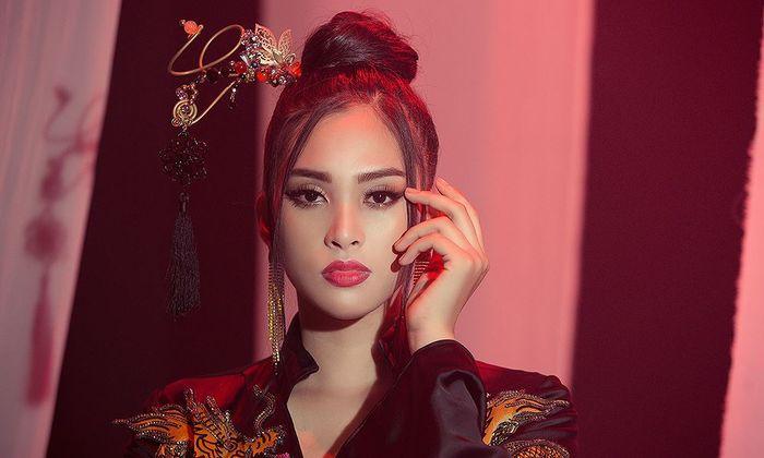 Ngắm tạo hình cổ trang Tiểu Vy mang tới Miss World 2018