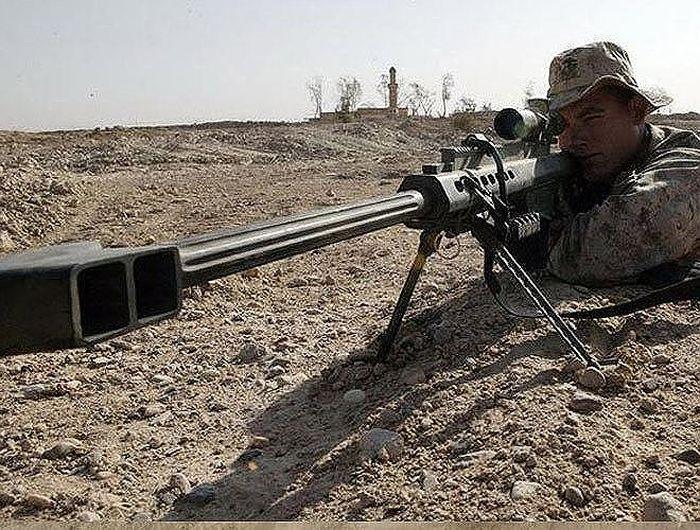 Tuy được coi là khẩu súng bắn tỉa hàng đầu thế giới, nhưng nó lại được chế  tạo bởi một nhà sản xuất súng không hề nổi danh trước đó, hãng Barrett ...