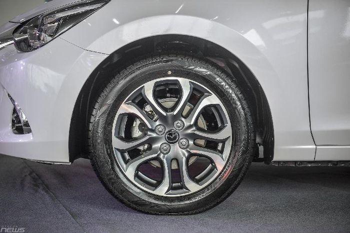Cận cảnh mazda 2 phiên bản sedan và hatchback vừa ra mắt