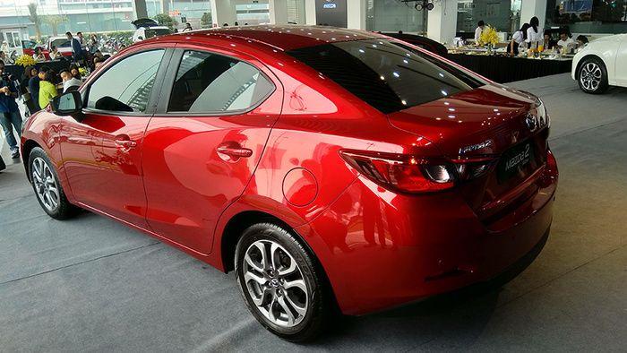 mazda2 giá rẻ chính thức ra mắt, phả 'hơi nóng' lên Toyota Vios