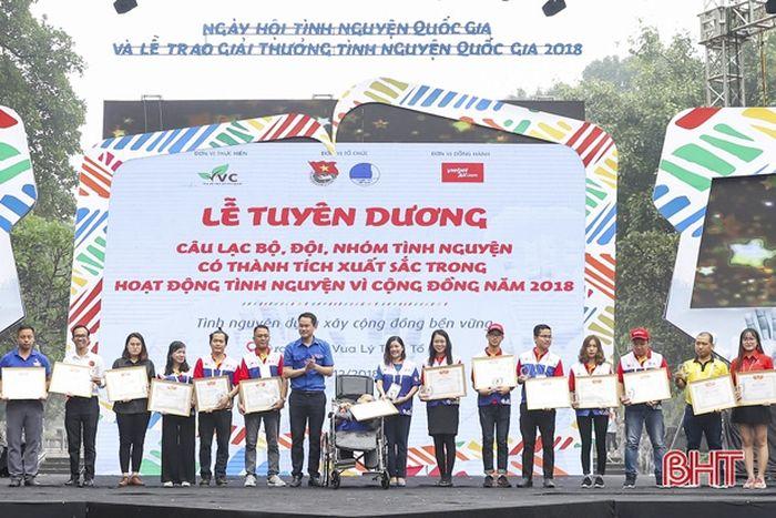 CLB Lá Lành nhận giải thưởng xuất sắc tình nguyện vì cộng đồng
