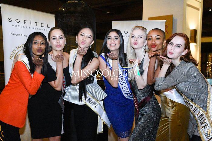 Lê Âu Ngân Anh xuất hiện với gương mặt căng cứng ở sân bay, lên đường thi Miss Intercontinental 2018