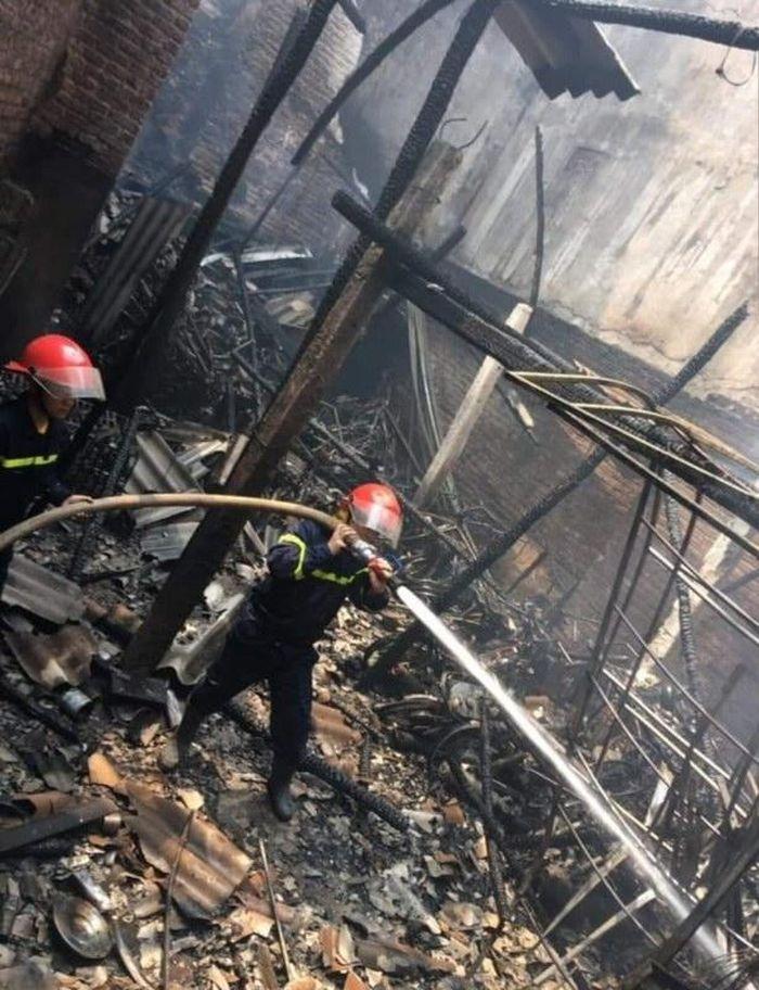 Báo CAND: Cháy cửa hàng bán xe máy, 1 người bị thương