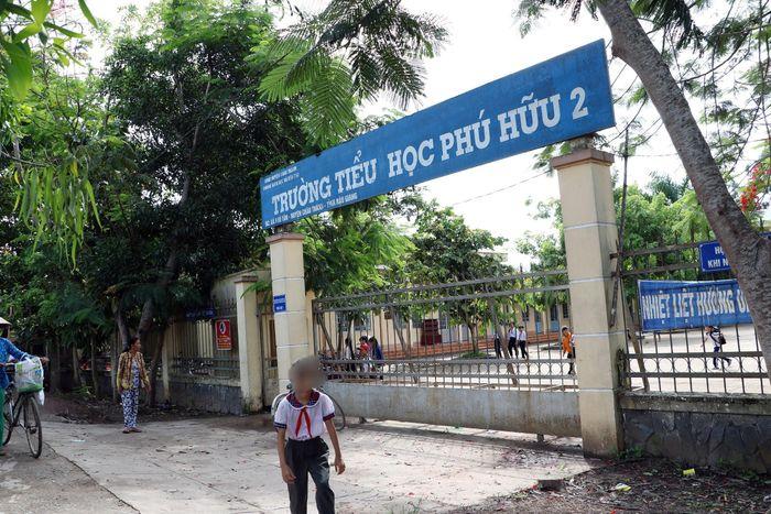 Báo Tiền Phong: Học sinh có biểu hiện tâm thần, phụ huynh 'tố' do thầy giáo phạt
