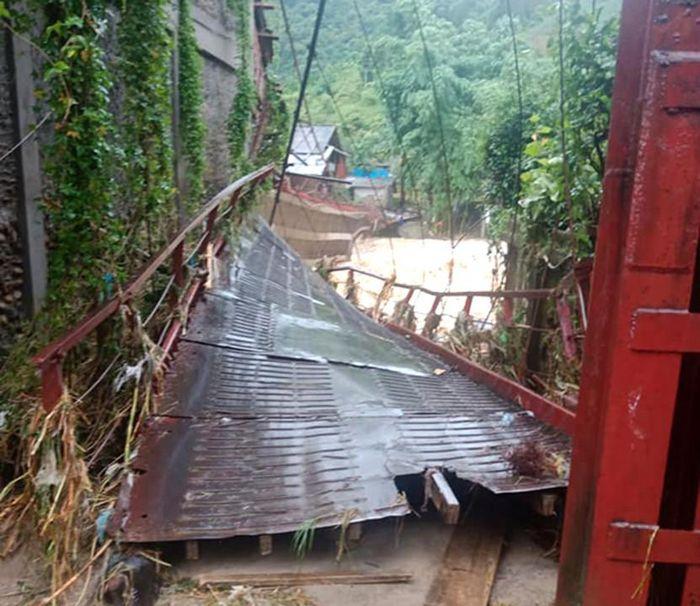 Báo TNMT: Sa Pa (Lào Cai): Bất ngờ xuất hiện lũ ống gây thiệt hại tài sản, hoa màu của người dân