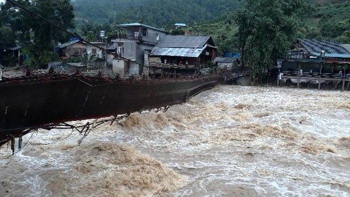 Báo Kiến Thức: Người chết, mất tích, nhà cửa bị cuốn trôi do mưa lũ các tỉnh phía Bắc