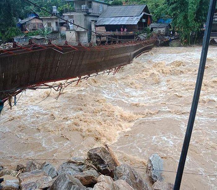 Báo Tiền Phong: Không có thí sinh nào vắng thi bởi mưa lũ tại Lào Cai