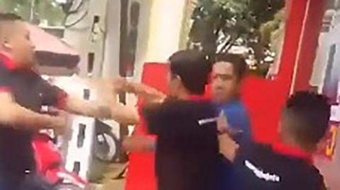 Hai nhân viên FPT lao vào đấm khách: 'Anh đừng chửi em'