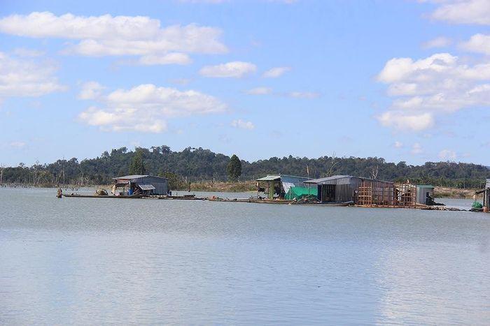 Báo SGGP: Lật phà trên sông Sê San, một người tử vong