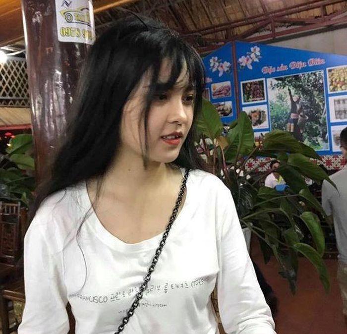 Báo Zing: 5 thiếu nữ vùng cao 'gây thương nhớ' nhờ khoảnh khắc bán hàng xinh đẹp