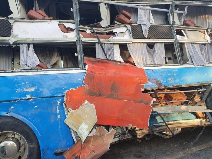 Hai xe khách tông nhau kinh hoàng ở Khánh Hòa, 40 người nhập viện, 1 người chết